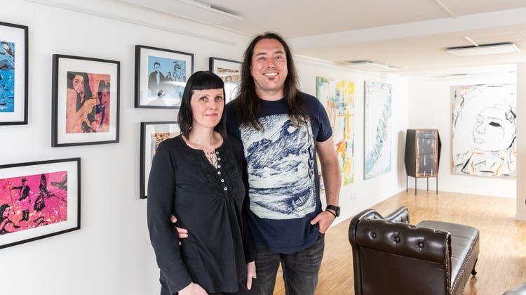 Tanja Schmid und Norman Küterwollen mit der Galerie jungen Kunstschaffenden eine Plattform bieten– der Verkauf ist zweitrangig. (Valentin Hehli)