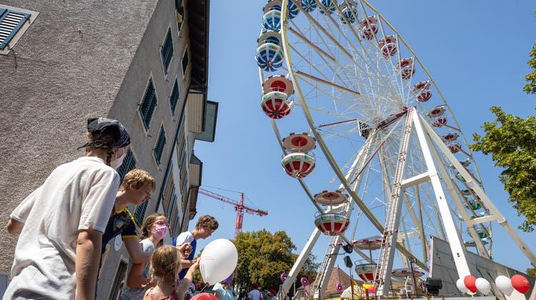 Vom 13. August bis in den September hinein, konnten Besuchende auf dem Riesenrad ihre Runden drehen. (Patrick Luethy)