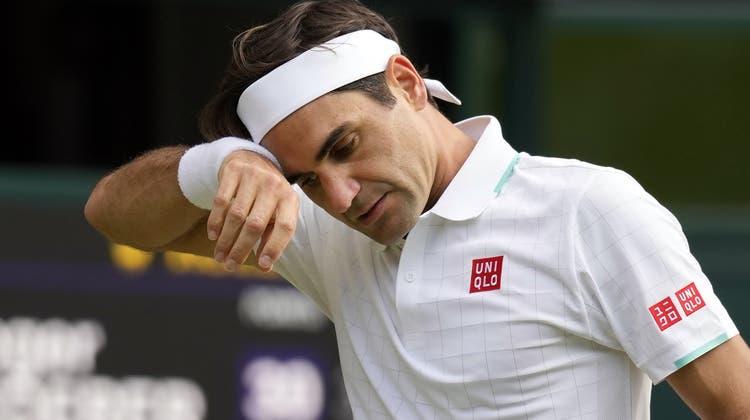 Der grosse Traum noch einmal in Wimbledon konnte er sich erfüllen, nun muss Federer wieder unters Messer. (Bild: AP)