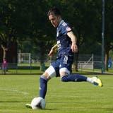 Neuzugang Tolga Cakir(am Ball) und der FC Uzwil starten am Samstag in die 1.-Liga-Saison. (Tim Frei (Henau, 14. August 2021))