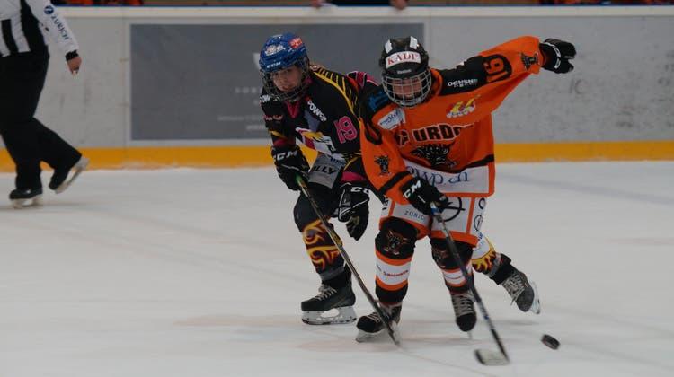 Damit ist jetzt Schluss: Eishockeyspielende Frauen im orangen Dress des EHC Urdorf. (Ruedi Burkart/Archiv)