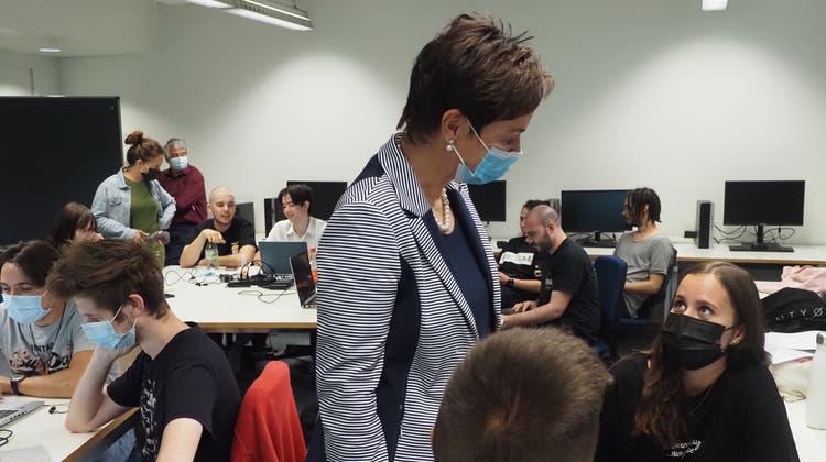 Die Baselbieter Bildungsdirektorin Monica Gschwind besuchte zum Schulstart dasBerufsbilungszentrum Pratteln. (Boris Burkhardt / bz Zeitung für die Region)
