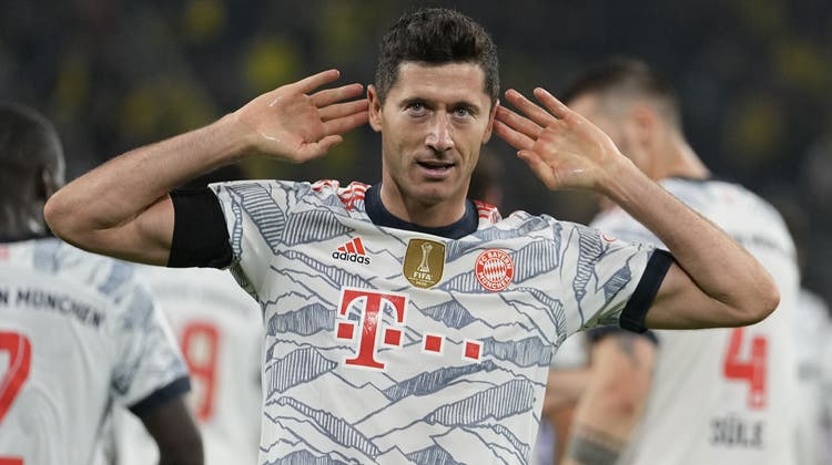 Robert Lewandowski schnürt im Supercup-Duell gegen den BVB einen Doppelpack. (Martin Meissner / AP)
