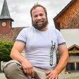 Peter Pfeiffer in seinem Heimatdorf Buch. (Bild: Donato Caspari)