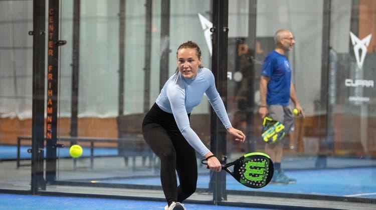 Durchsichtige Kunststoffwände, Plastikschläger und wenig Luftdruck in den Bällen: Das ist Padel-Tennis. (Bild: Imago)