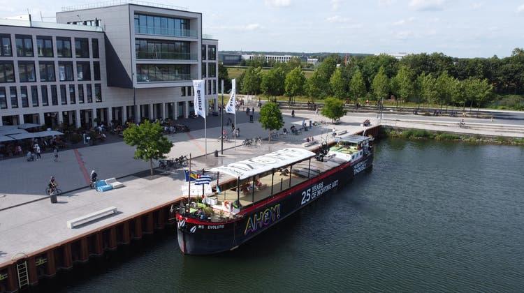 Das Ausstellungsschiff hat in Gelsenkirchen angelegt. (Museum Tinguely)