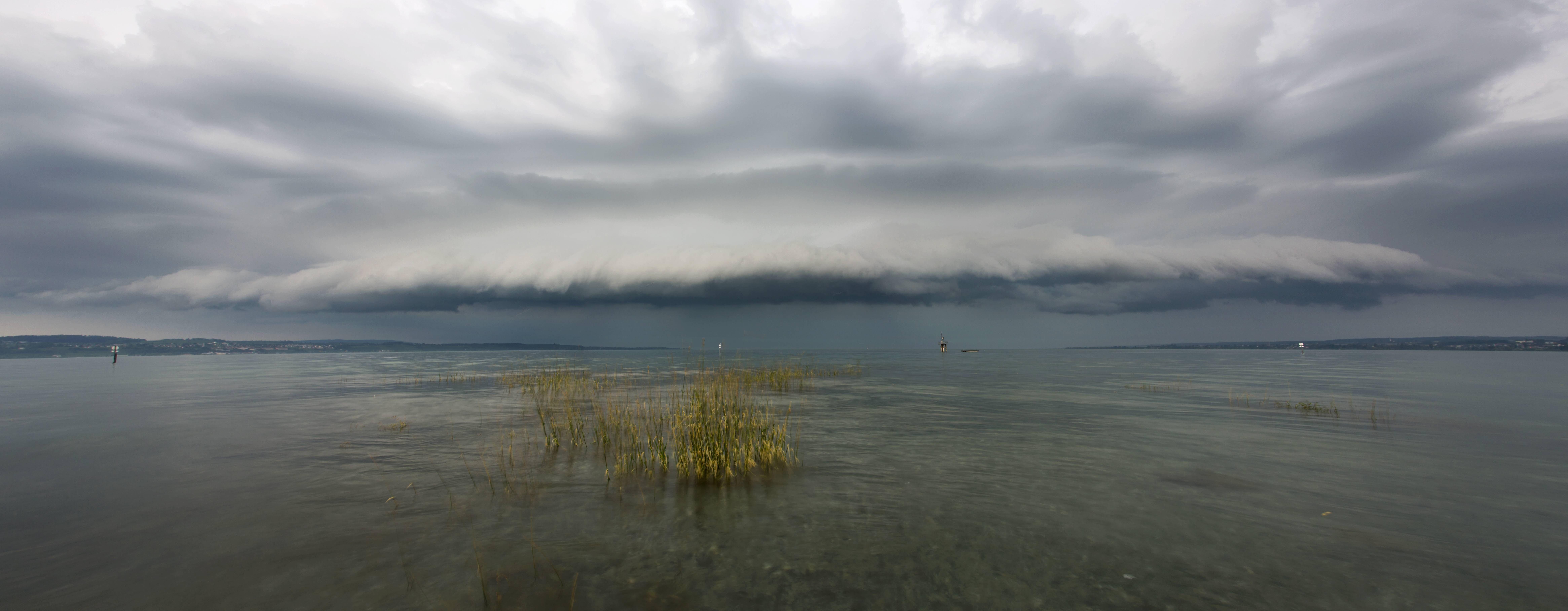 Wie entstehen Wetterereignisse? Und was beeinflusst ihre Entstehung? Zusammen mit zwei Meteorologen haben wir uns Wetterphänomene am Bodensee angeschaut.
