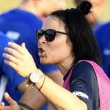 Ramona Armuzzicoacht ihr Team zu einem 4:1-Sieg gegen den FC Lenzburg. (Alexander Wagner)