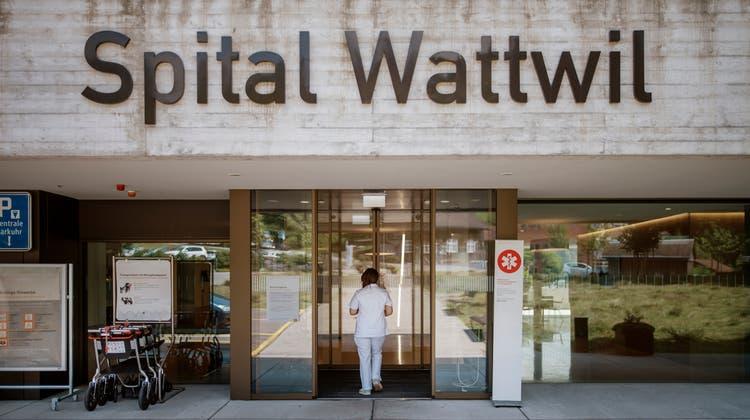 Die ersten Reaktionen der St.Galler Parteien auf die vorzeitige Schliessung des Spitals Wattwil lassen nicht lange auf sich warten. (Bild: Benjamin Manser)