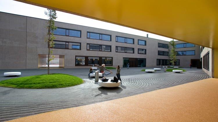 Wurde in den Sommerferien Opfer eines Cyber-Angriffs: Das kantonsübergreifende Gymnasium in Payerne. (Keystone)