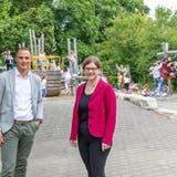 «Etwas cooles»: Franziska Graf und Pascal Müller vor dem Spielplatz der Schulanlage Rohr. Die Geräte sind sehr statisch. (Fabio Baranzini)