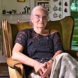 Agatha Bortolin sitzt in ihrem Wohnzimmer in einem alten Haus in Räuchlisberg. (Bild: Manuel Nagel (Räuchlisberg, 16.August 2021))