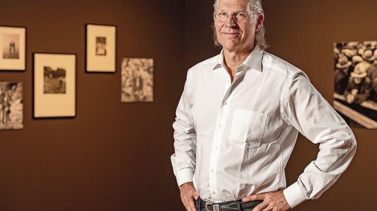Der New Yorker Musiker Paul Taylor erzählt im Zimmermannhaus in Brugg die Geschichten hinter den sozialkritischen Bildern von «Grandma Dorrie» . (Collection of the Oakland Museum of California.)