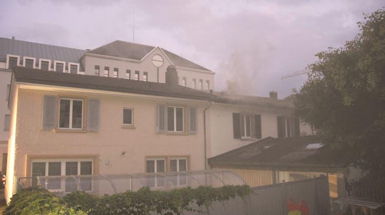 Der Rauch über der Schanzenstrassewar weitherum sichtbar. (kps)