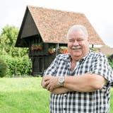 Nicht Ballenberg, sondern Lupfig: Gemeindeammann Richard Plüss steht in der Nähe des Gemeindehauses vor dem Spycher-Stöckli, das als Trauungslokal genutzt werden kann. (Sandra Ardizzone(17. August 2021))