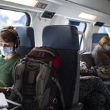 Seit Anfang Juli 2020 gilt in der Schweiz eine Maskenpflicht in den öffentlichen Verkehrsmitteln. (Bild: Gian Ehrenzeller/ KEYSTONE)