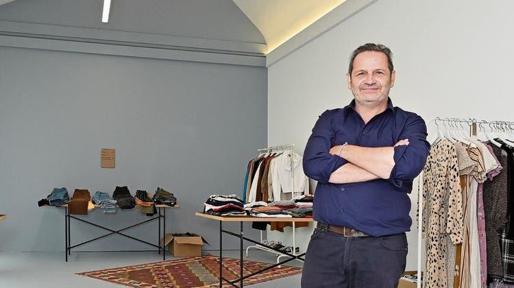 Daniel Schneider im neuen Raum, dem ehemaligen Fotografenatelier, der für verschiedene Zwecke genutzt werden kann. (Bruno Kissling)