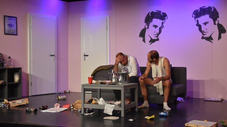 Bob und Marc versuchen zu rekonstruieren, was am Abend zuvor passiert ist. Die hämmernden Kopfschmerzen sind dabei eher hinderlich. (Bild: rak)