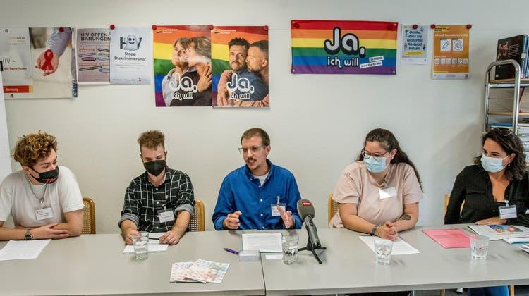 Marc Inderbinen(Mitte) erzählt vom Pilotprojekt. (Nicole Nars-Zimmer)