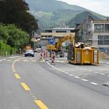 Am Freitagabend kann die Baustelle im Bereich Lindenallee in Balsthal wieder normal befahren werden. (Bruno Kissling)