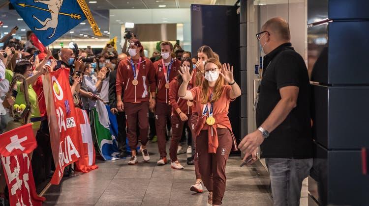 Nina Christen wurde zusammen mitBelinda Bencic,Viktorija Golubic,Nikita Ducarroz,Noe Ponti und Jeremy Desplanchesam Flughafen Zürich empfangen. (Bild: Christian Herbert Hildebrand (Zürich, 02. August 2021))