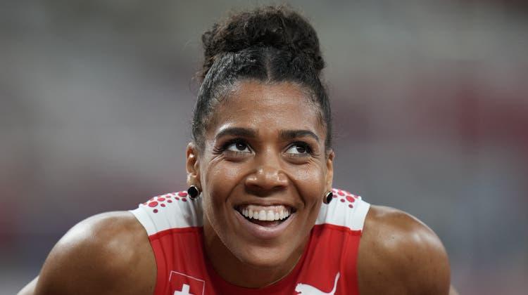 Mujinga Kambundji freut sich über die zweite Finalqualifikation bei Olympia. (Petr David Josek / AP)