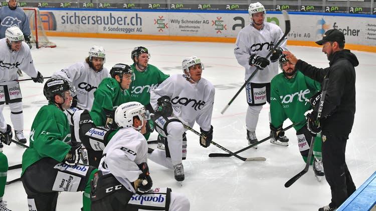 Erstes Eistraining des EHC Olten mit dem neuem Trainer Lars Leuenberger und den neuen Spielern. (Bruno Kissling)