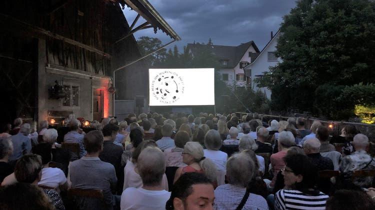Das Open-Air-Kino findet neben der Zentrumschür statt. (BIld: zvg)