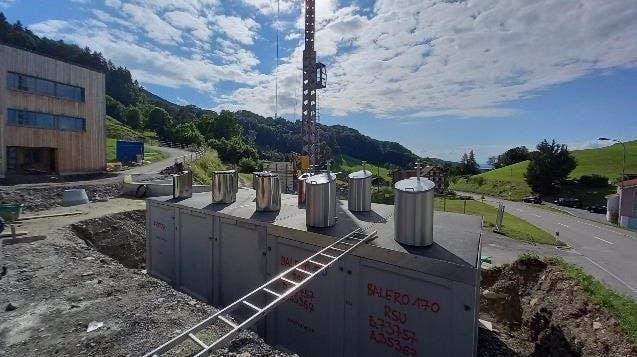Hier entstehen die neuen Unterflurcontainer in Walzenhausen. (Bild: PD)