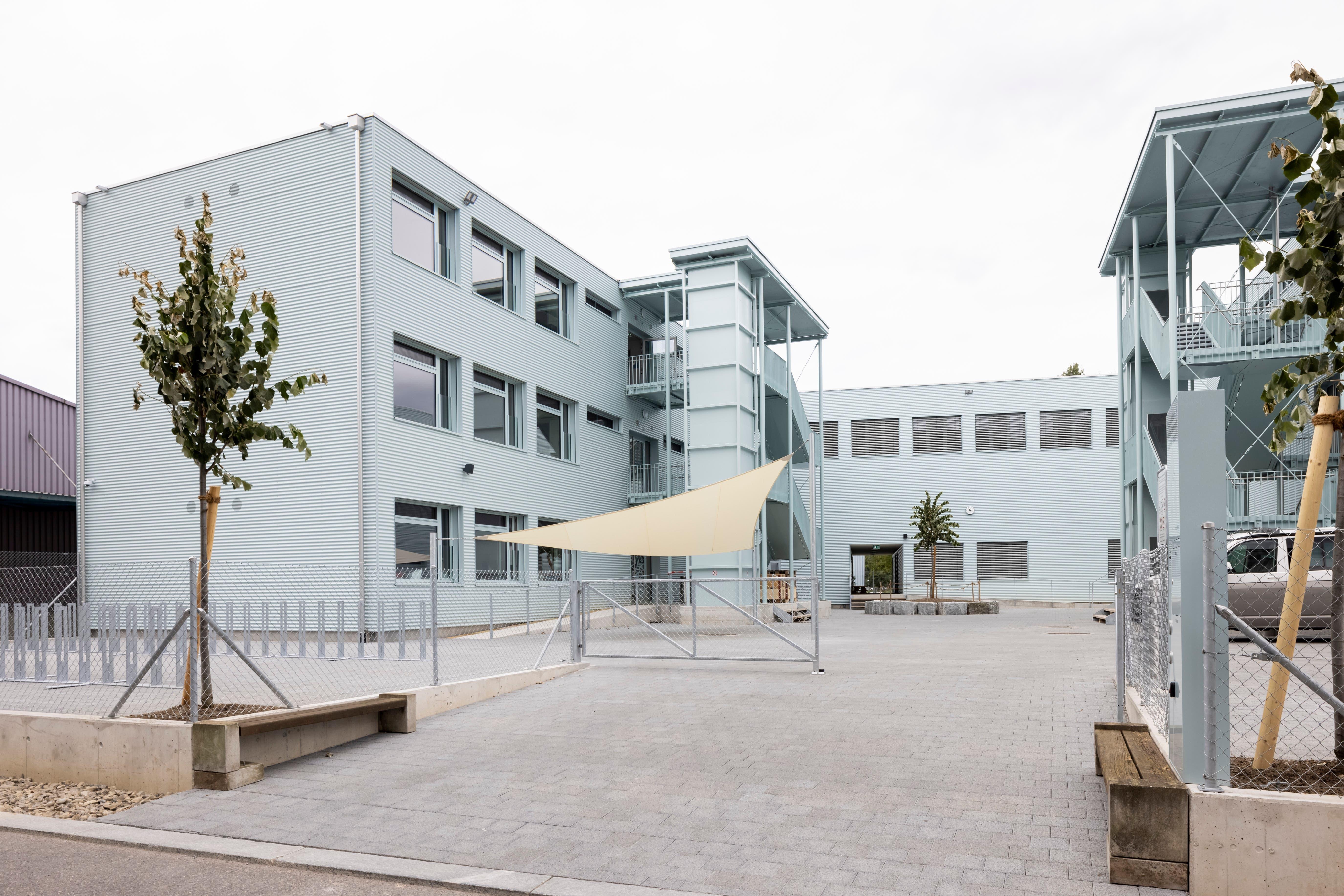 Mit dem Schulhauspavillon Stierenmatt eröffnet nächste Woche die erste Tagesschule in Dietikon. Es ist auch die erste Primarschule im relativ jungen Quartier Limmatfeld.
