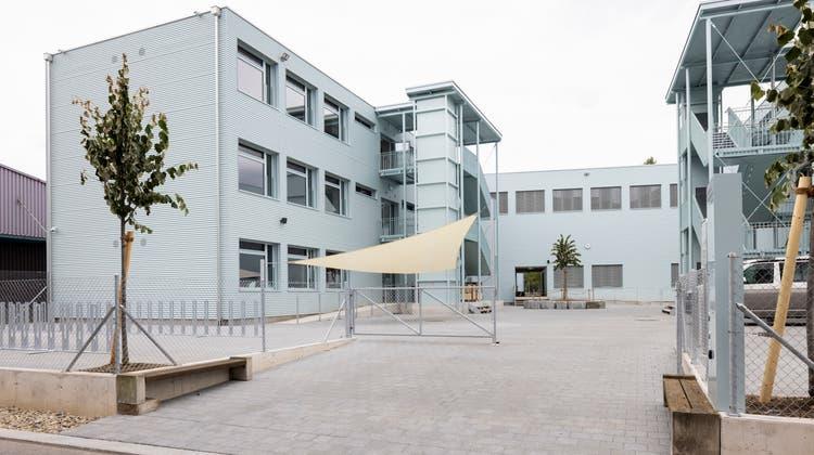 Mit dem Schulhauspavillon Stierenmatt eröffnet nächste Woche die erste Tagesschule in Dietikon. Es ist auch die erste Primarschule im relativ jungen Quartier Limmatfeld. (Severin Bigler)