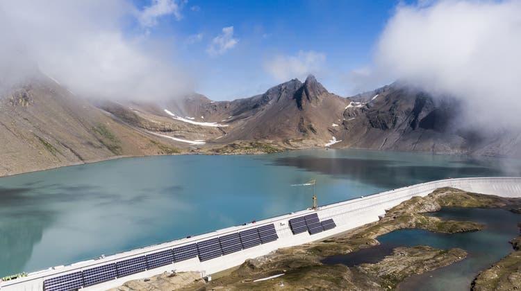 Das ist erst der Anfang: «Alpin Solar», die Axpo-Solaranlage an der Muttsee-Staumauer im Linthal (GL). (Gian Ehrenzeller / KEYSTONE)