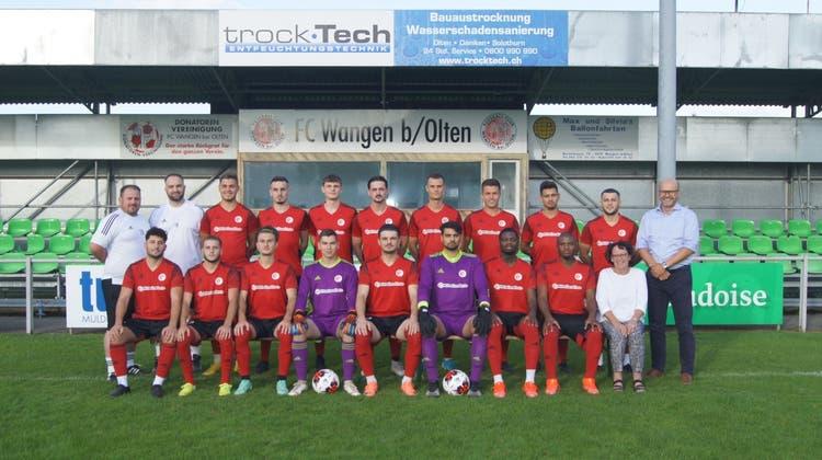 Zwei Jahre nach dem Abstieg ist der FC Wangen bei Olten zurück in der 2. Liga interregional. Mit Fatmir Cuculi (links aussen) als Trainer und Sportchef. (zvg)