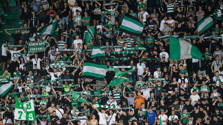 «Der Espenblock »unterstützt den FC St.Gallen im Spiel gegen Sion. (Bild: Claudio Thoma/Freshfocus)