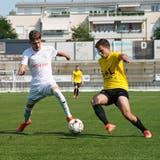 Beim Saisonauftakt gegen Widnau spielte der FC Wil U20 (in Weiss) die letzte halbe Stunde in Unterzahl. (Bild: Tim Frei)