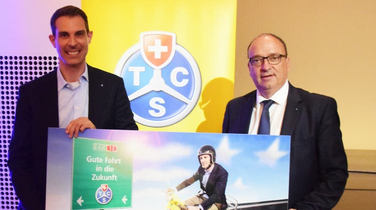 Thierry Burkart (links) wurde von Regierungsrat Markus Dieth verabschiedet. (zvg)