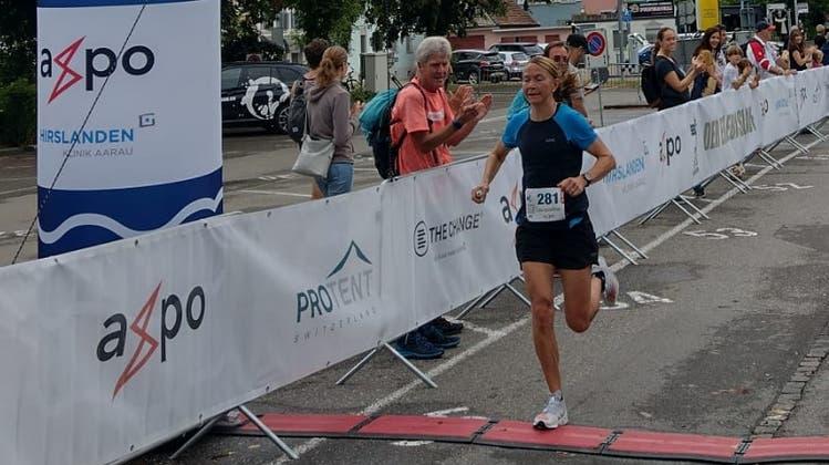 Jacqueline Baumberger läuft ins Ziel. (zvg)