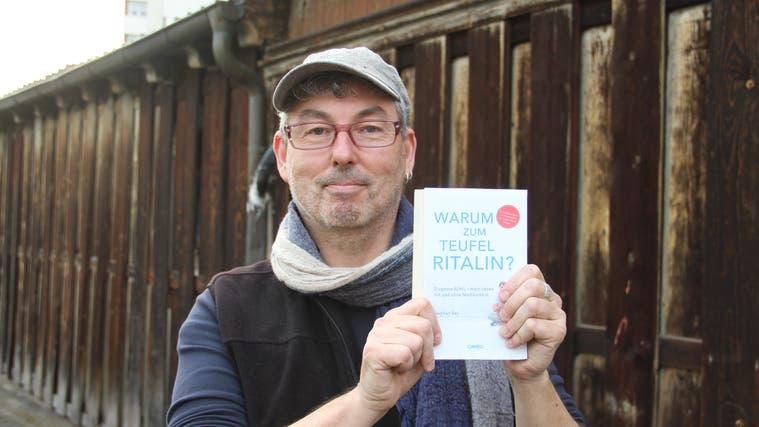 Stephan Rey aus Hägglingen liest erst im Januar/Februar 2022 in der Gemeindebibliothek Wohlen aus seinem Buch «Warum zum Teufel Ritalin?». (Andrea Weibel (5.3.2020))