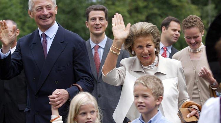 Fürstin Marie von Liechtenstein am Staatsfeiertag 2003 in Vaduz im Kreis ihrer Familie. (Bild: KEY/Arno Balzarini)