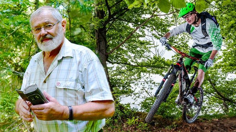 Dolf Hess mit einer Fotofalle, irgendwo am UnterleberbergerJura. (Peter Brotschi)