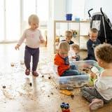 Eltern sollen künftig staatliche Beiträge erhalten, wenn sie ihre Kinder in Kitas schicken. (Bild: Severin Bigler)