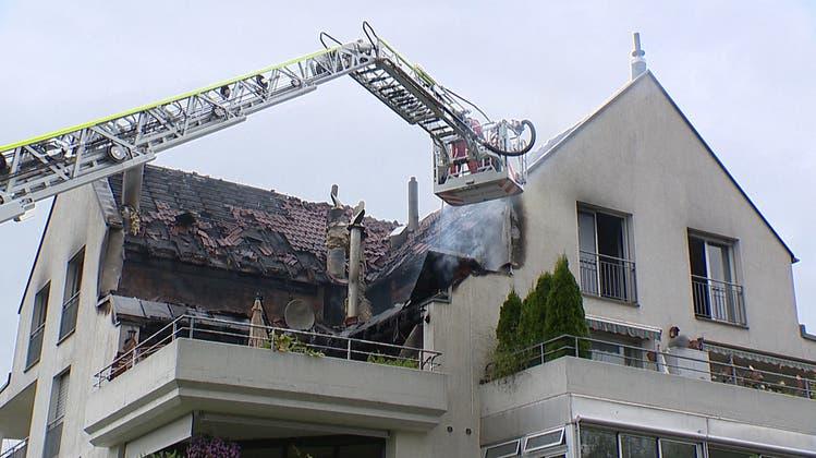 Grosseinsatz bei Brand in Mehrfamilienhaus