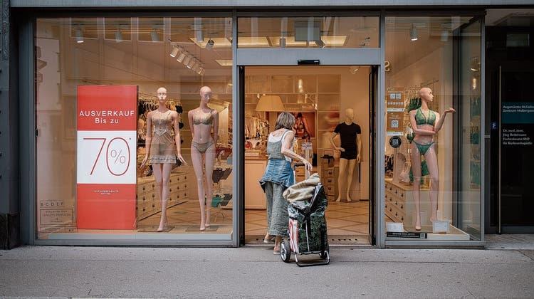 Ob Läden in der St.Galler Innenstadt auch sonntags öffnen dürfen, wird spätestens im November im Stadtparlament diskutiert. (Bild: Benjamin Manser)