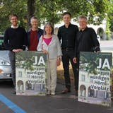 48 Parkplätze beim Friedhof Hörnli sollen einer Baumallee weichen, fordert das Referendum. (Tobias Gfeller)