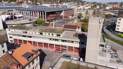 Sanierung und Modernisierung des Depot der St. Galler Berufsfeuerwehr an der Notkerstrasse44 kostet 3,2 Millionen Franken mehr als veranschlagt. Das Parlament hat jetzt Ja zum Zusatzkredit gesagt. (Bild: Urs Bucher)