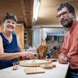 Mirta und Manfred Kreis in ihrer Werkstatt an der Bergstrasse in Bischofszell. (Bild: Reto Martin (Bischofszell, 20. August 2021))