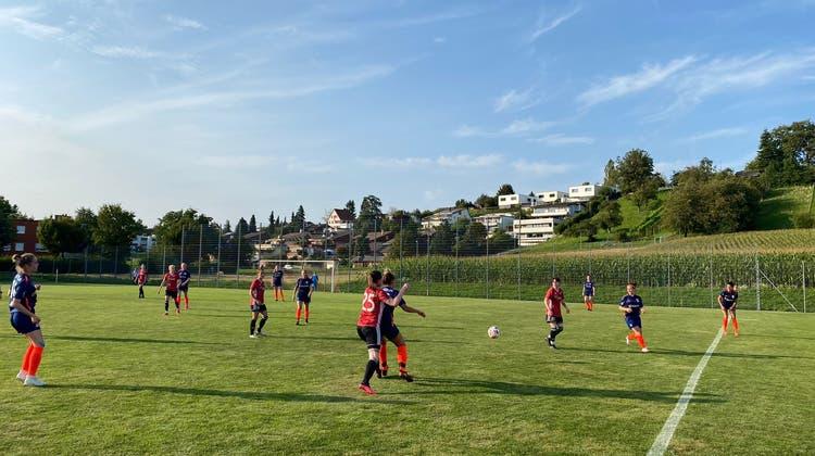 Es war eng im Mittelfeld für die Spielerinnen des FC Bühler. (Bild: PD)