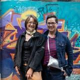 Die Messemacherinnen Brigitte Hürzeler und Maja Baumann (rechts) haben ihre Designmesse in der Aeschbachhalle Aarau auf zwei Wochenenden verteilt. (Valentin Hehli / AAR)