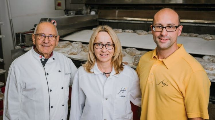 Die beiden äusseren Mehlsilos der Fredy's AG in Baden sollen ersetzt werden, um mehr Kapazität zu erhalten. (Bild: Severin Bigler)