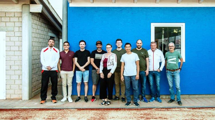 TC Tela Vorstand 2021 (v.l.): Sven Willi (Trainer), Melvin Imhof (Beisitzer), Simon Joller (Kassier), Reto Vögtlin (Sponsoring/Marketing), Bianca Ott (Aktuarin/Grafik), Alain Galliker (Spielleiter), Thoa Tran (Junioren), Thomas Greutert (Vize-Präsident/Web-Master), Charly Meister (Präsident), Franz Joller (Platzwart). (Biancaott-Photoart.com)